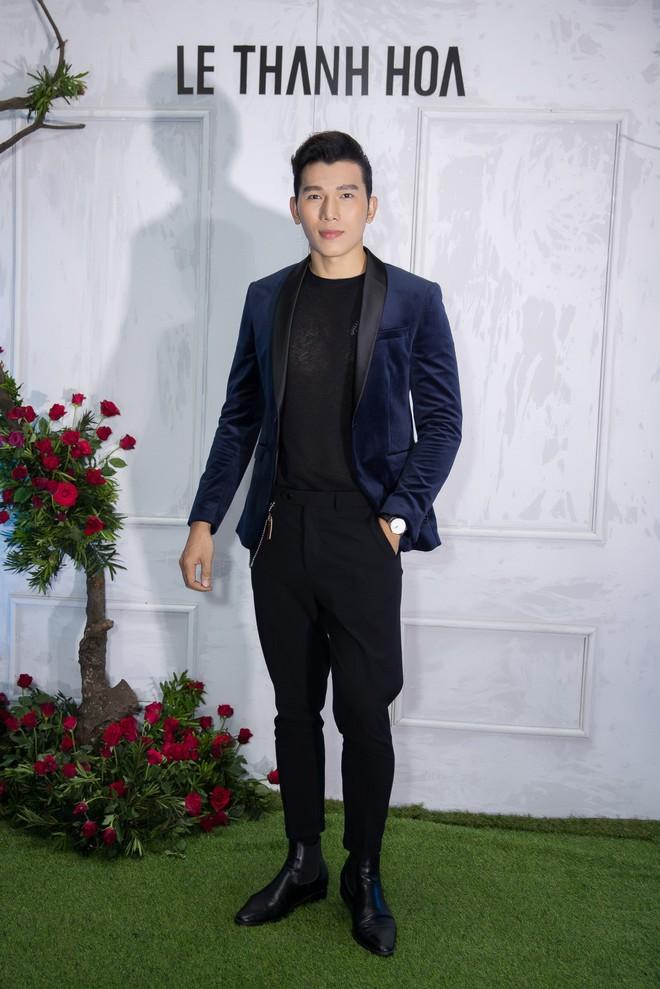 Bao nhiêu Hoa hậu hội tụ trên thảm đỏ sự kiện thời trang, nổi nhất vẫn là Phạm Hương và Đỗ Mỹ Linh - Ảnh 17.