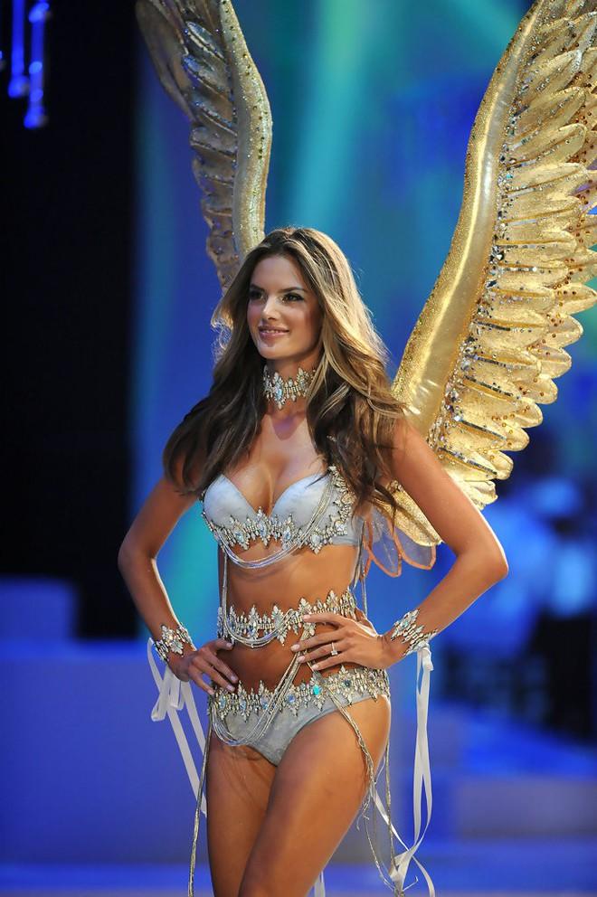 Alessandra Ambrosio chính thức giải nghệ sàn diễn Victorias Secret, giã từ cánh thiên thần sau 14 năm gắn bó - Ảnh 18.