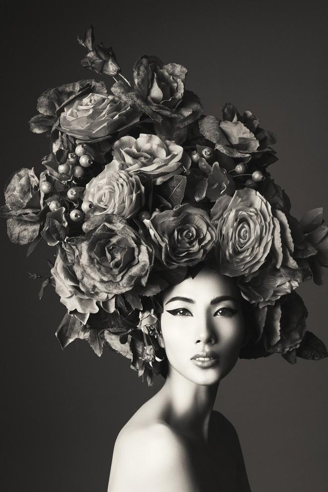 Hà Tăng vai trần, Kỳ Duyên cùng loạt mỹ nhân Việt khác trút bỏ xiêm y trong bộ ảnh của NTK Đỗ Mạnh Cường - Ảnh 19.