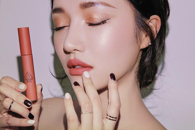 Clip nóng bỏng tay: Swatch cận cảnh loạt màu son 3CE Velvet Lip Tint đang gây sốt - Ảnh 20.