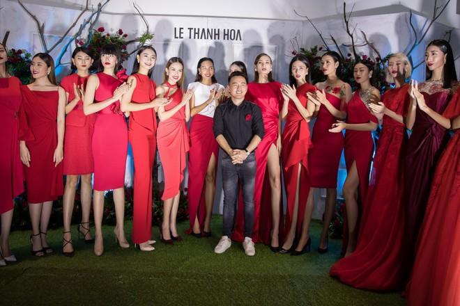 Bao nhiêu Hoa hậu hội tụ trên thảm đỏ sự kiện thời trang, nổi nhất vẫn là Phạm Hương và Đỗ Mỹ Linh - Ảnh 19.