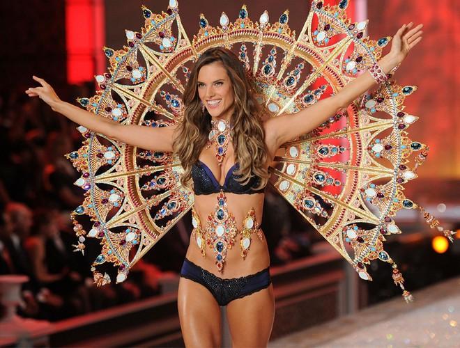 Alessandra Ambrosio chính thức giải nghệ sàn diễn Victorias Secret, giã từ cánh thiên thần sau 14 năm gắn bó - Ảnh 20.
