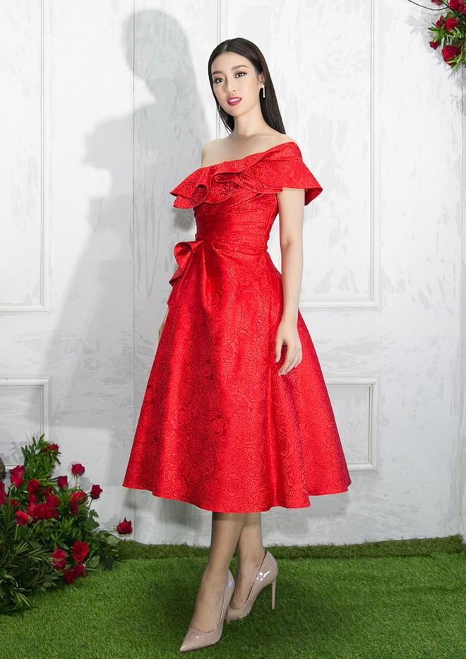 Bao nhiêu Hoa hậu hội tụ trên thảm đỏ sự kiện thời trang, nổi nhất vẫn là Phạm Hương và Đỗ Mỹ Linh - Ảnh 3.