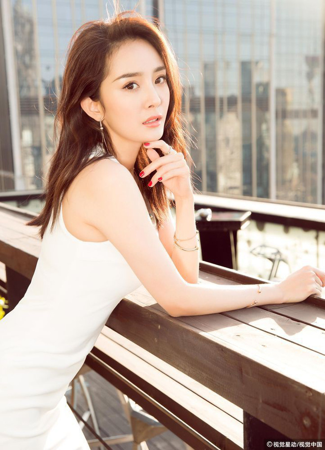 Mặc kệ chê bai xuất thân thấp hèn, Triệu Lệ Dĩnh vẫn là sao nữ có giá trị thương mại cao nhất năm 2017 - Ảnh 3.