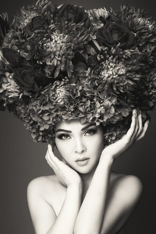 Hà Tăng vai trần, Kỳ Duyên cùng loạt mỹ nhân Việt khác trút bỏ xiêm y trong bộ ảnh của NTK Đỗ Mạnh Cường - Ảnh 30.