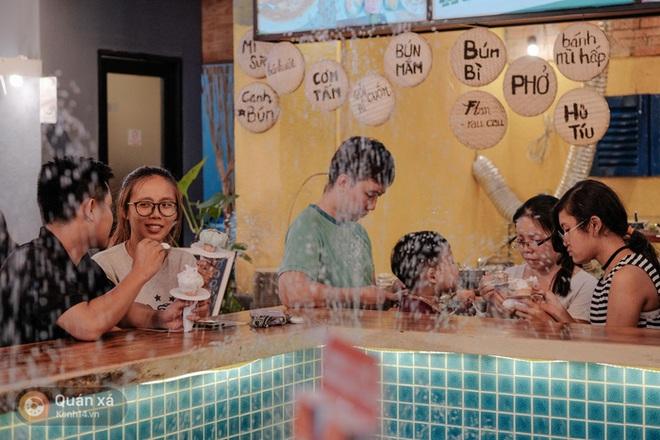 Sài Gòn: Đi thử ngay món kem hoa hồng đang khiến cư dân mạng thế giới sốt xình xịch - Ảnh 5.