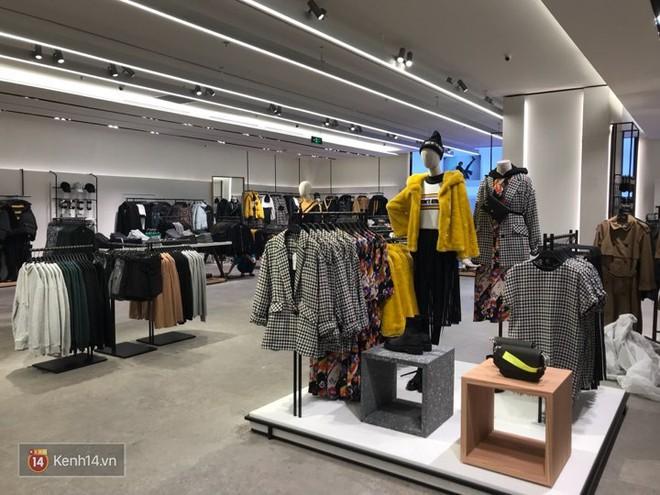 HOT: Tận mặt ngắm trọn 3 tầng của store Zara Hà Nội, to và sáng nhất phố Bà Triệu - Ảnh 4.