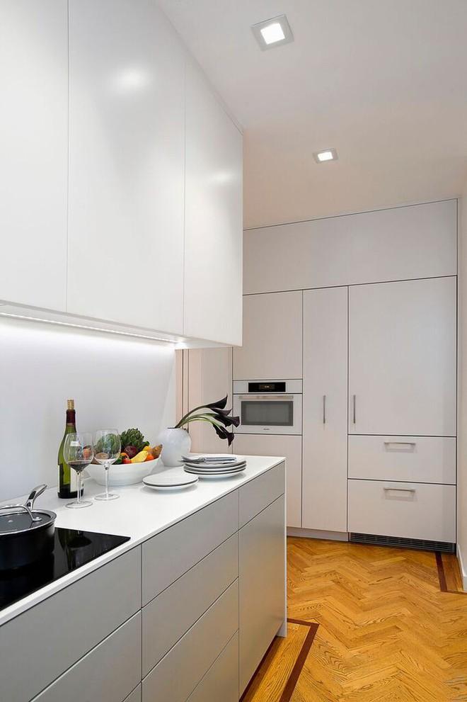 Nhà bếp nhỏ đa chức năng của căn hộ này khiến ai thấy cũng mê - Ảnh 4.