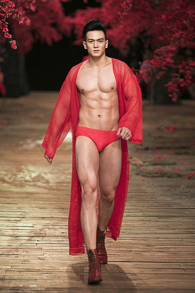 Đến tận ngày cuối cùng của năm 2017, Hoa hậu Kỳ Duyên vẫn phá đảo show diễn của NTK Đỗ Mạnh Cường - Ảnh 36.