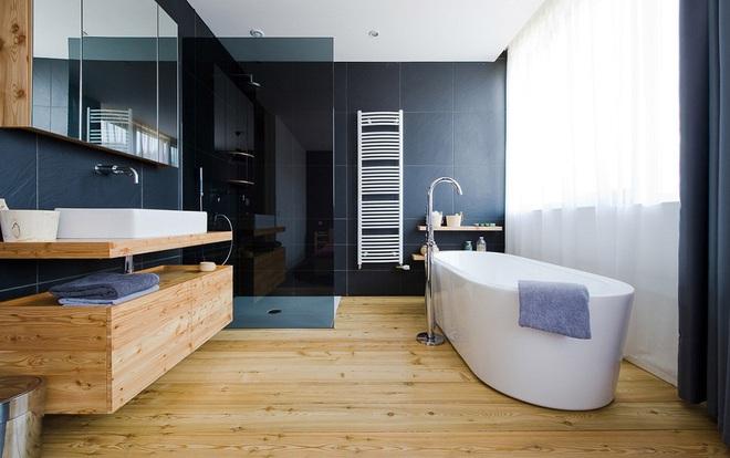 Những nhà tắm bằng gỗ chỉ liếc mắt trông qua cũng đủ khiến bạn xao xuyến - Ảnh 5.