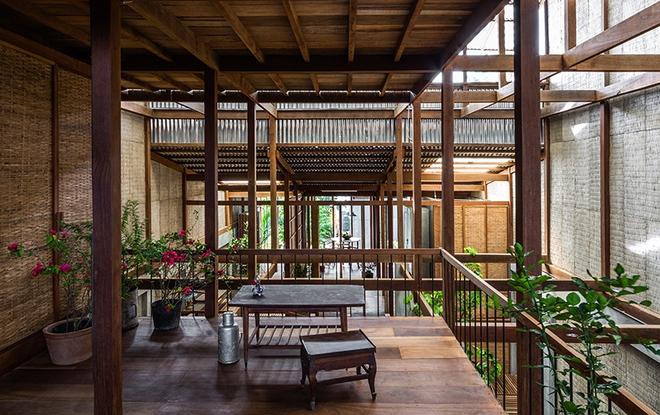 Dùng tấm tôn làm vật liệu chính, ngôi nhà ở Châu Đốc này vẫn khiến báo Tây ngạc nhiên vì quá đẹp - Ảnh 6.