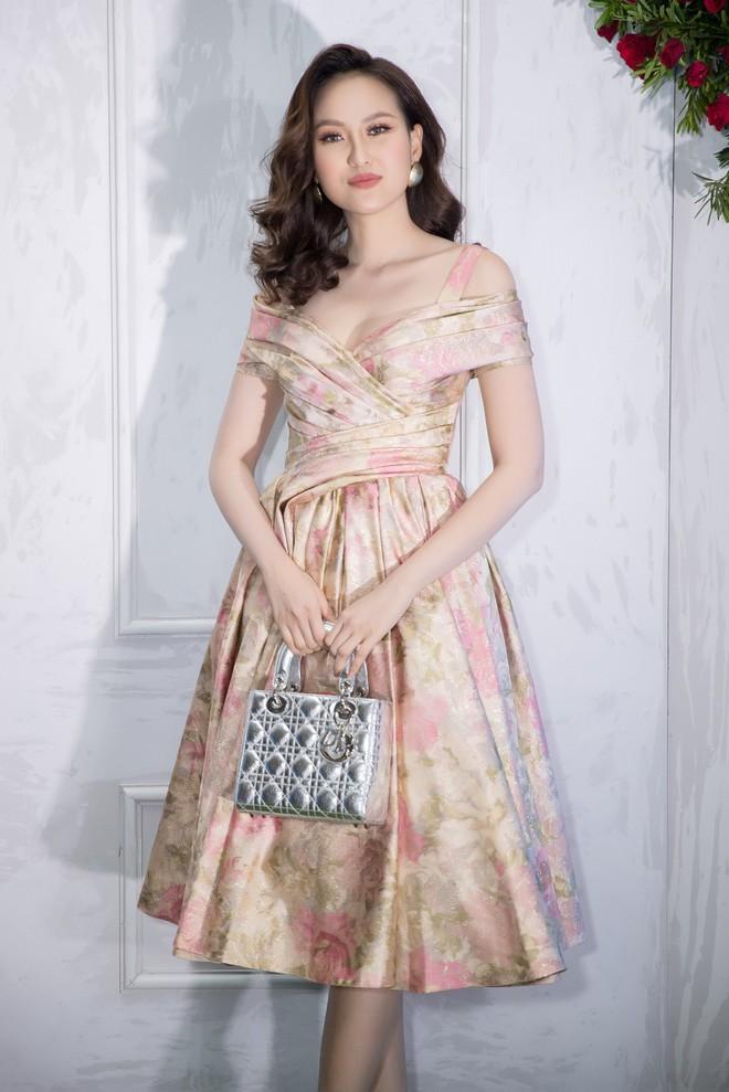 Bao nhiêu Hoa hậu hội tụ trên thảm đỏ sự kiện thời trang, nổi nhất vẫn là Phạm Hương và Đỗ Mỹ Linh - Ảnh 5.