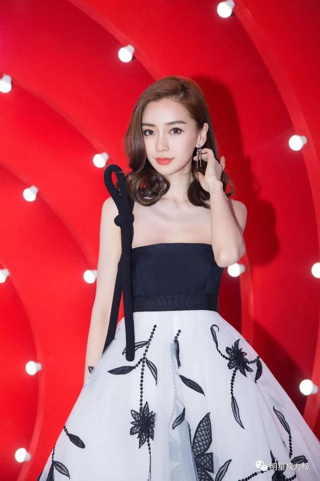 """""""Chặt chém"""" hết mọi mỹ nhân khác, đây là 5 ngôi sao Hoa ngữ sở hữu thời trang thảm đỏ đẹp nhất năm 2017 - Ảnh 5."""