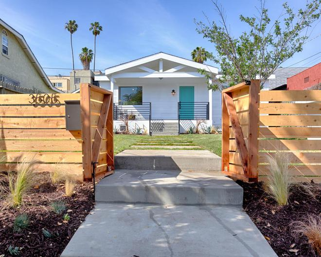 10 mẫu hàng rào vừa đẹp vừa tiết kiệm chi phí cho khu vườn nhà bạn thêm xinh - Ảnh 6.