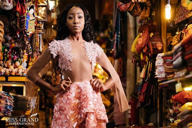 Lỗi thời trang của dàn thí sinh Miss Grand International: Người khoe hai lưng, người diện đầm như đồ cũ 10 năm trước - Ảnh 6.