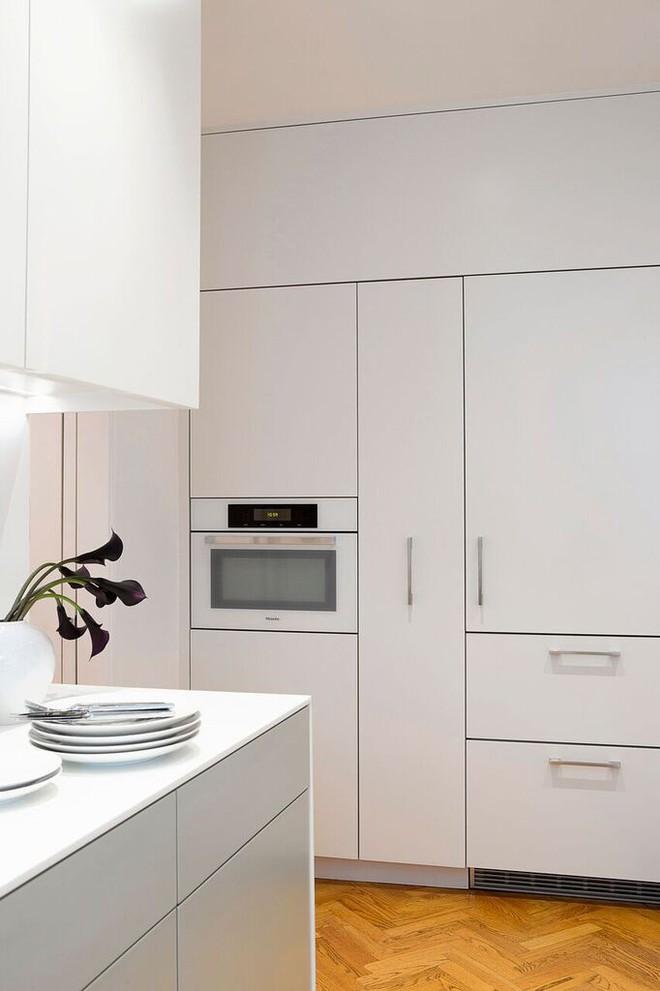 Nhà bếp nhỏ đa chức năng của căn hộ này khiến ai thấy cũng mê - Ảnh 6.