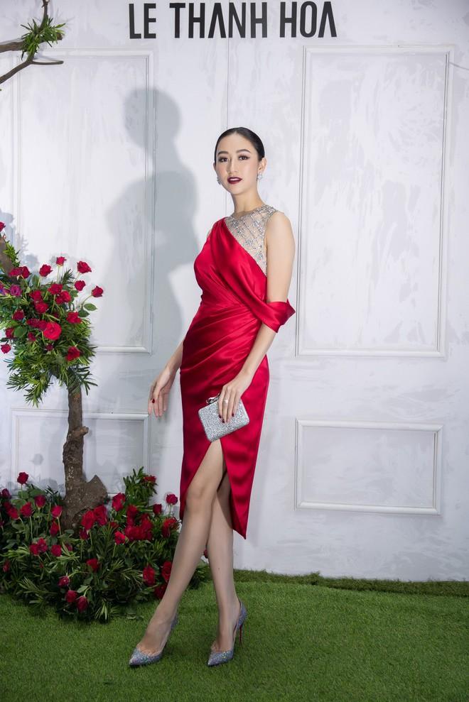 Bao nhiêu Hoa hậu hội tụ trên thảm đỏ sự kiện thời trang, nổi nhất vẫn là Phạm Hương và Đỗ Mỹ Linh - Ảnh 7.