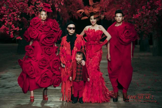 Đến tận ngày cuối cùng của năm 2017, Hoa hậu Kỳ Duyên vẫn phá đảo show diễn của NTK Đỗ Mạnh Cường - Ảnh 61.
