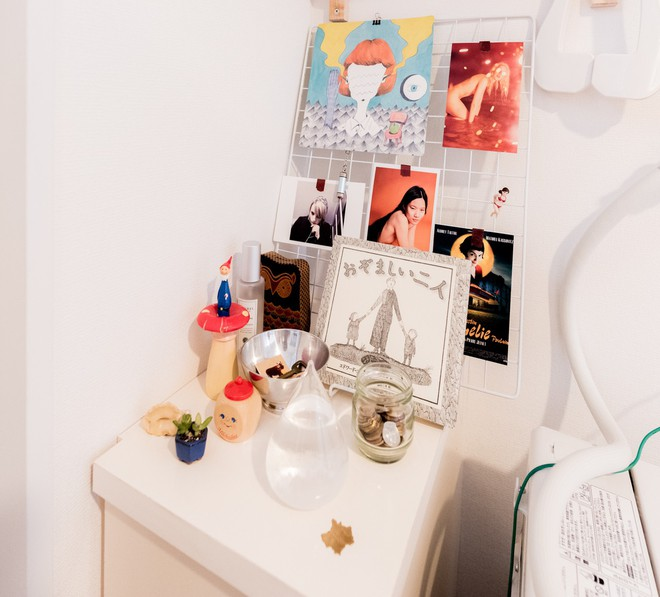 Căn hộ tí hon chưa đầy 20m² vừa đẹp, vừa gọn dù nhiều đồ nhờ sự bố trí nội thất rất thông minh của nữ nhiếp ảnh trẻ - Ảnh 11.