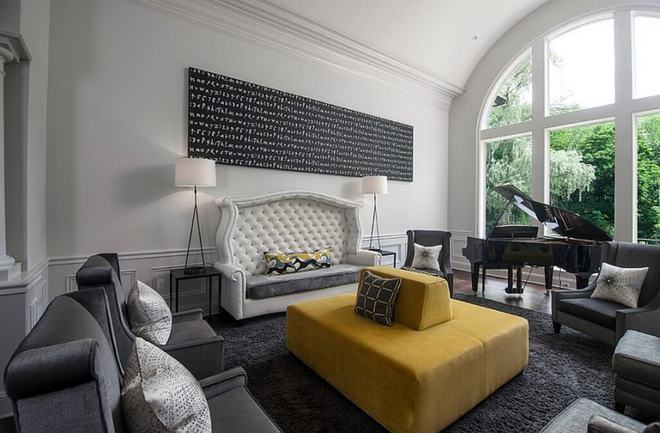 Những ý tưởng trang trí phòng khách với cặp đôi không bao giờ lỗi mốt: vàng - xám - Ảnh 10.