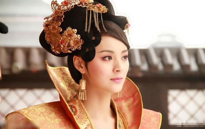 Số phận vừa đáng thương vừa đáng trách của tì nữ xinh đẹp mưu mô bị Hoàng đế ép khỏa thân trước mặt nhiều người - Ảnh 1.