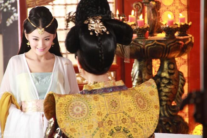 Số phận vừa đáng thương vừa đáng trách của tì nữ xinh đẹp mưu mô bị Hoàng đế ép khỏa thân trước mặt nhiều người - Ảnh 2.