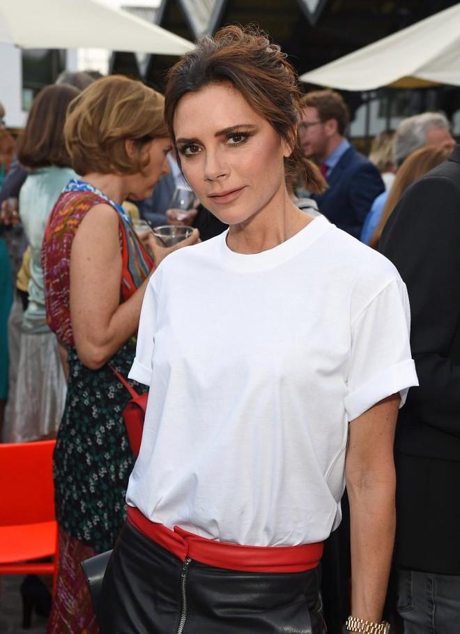 Victoria Beckhan - cao thủ diện áo phông trắng chất lừ mọi lúc mọi nơi - Ảnh 3.