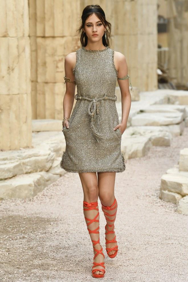 Có gì hot ở 2 chiếc váy mà Song Hye Kyo chọn mặc để chụp cho tạp chí Vouge Korea - Ảnh 6.