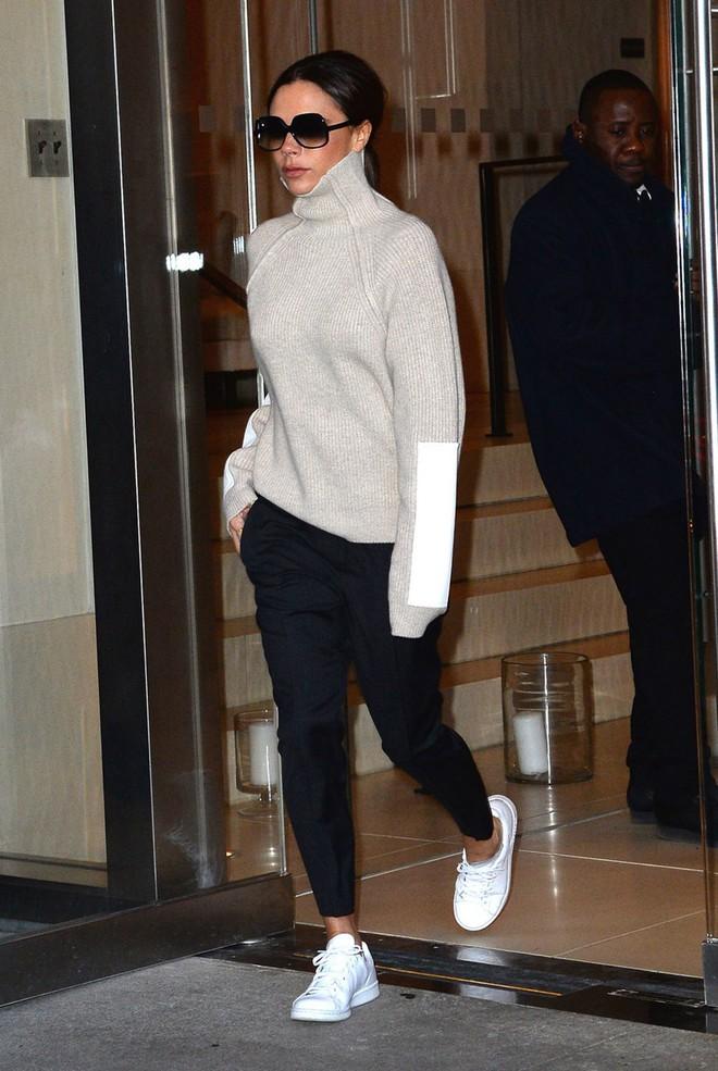 Hóa ra thời gian gần đây bà Beck chăm đi giày thể thao là có lý do cả - Ảnh 1.
