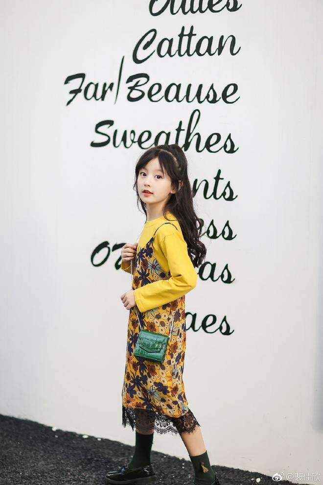 Thiên thần nhí 8 tuổi xinh lung linh, giống Kim Ji Won như tạc - Ảnh 12.