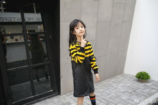 Thiên thần nhí 8 tuổi xinh lung linh, giống Kim Ji Won như tạc - Ảnh 15.