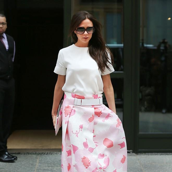 Victoria Beckhan - cao thủ diện áo phông trắng chất lừ mọi lúc mọi nơi - Ảnh 10.