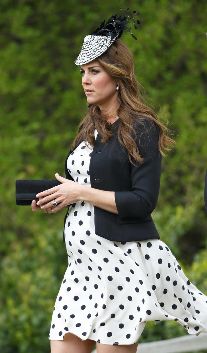Ngắm phong cách bầu bí mỗi người một vẻ của 4 mẹ bầu hot nhất hiện nay - Ảnh 32.