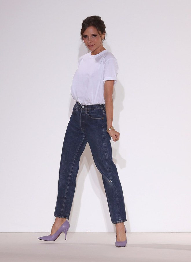 Victoria Beckhan - cao thủ diện áo phông trắng chất lừ mọi lúc mọi nơi - Ảnh 13.