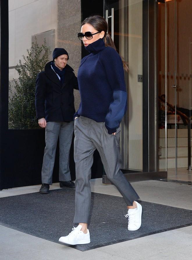 Hóa ra thời gian gần đây bà Beck chăm đi giày thể thao là có lý do cả - Ảnh 2.