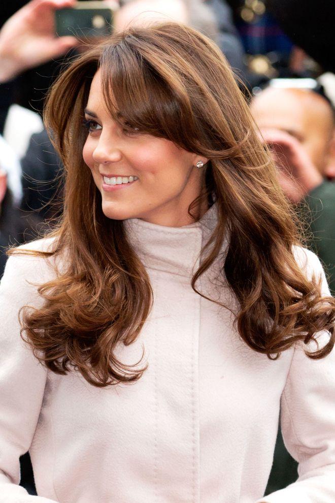 Ngoài gu thời trang thanh lịch, công nương Kate còn khéo chọn kiểu tóc kết hợp cùng - Ảnh 2.