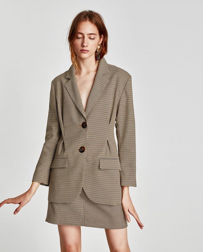 Đây chắc chắn là chiếc áo blazer được diện nhiều nhất trong thu này - Ảnh 1.