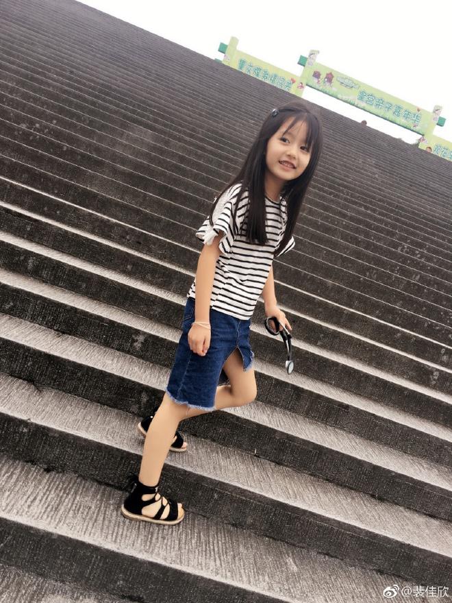 Thiên thần nhí 8 tuổi xinh lung linh, giống Kim Ji Won như tạc - Ảnh 16.