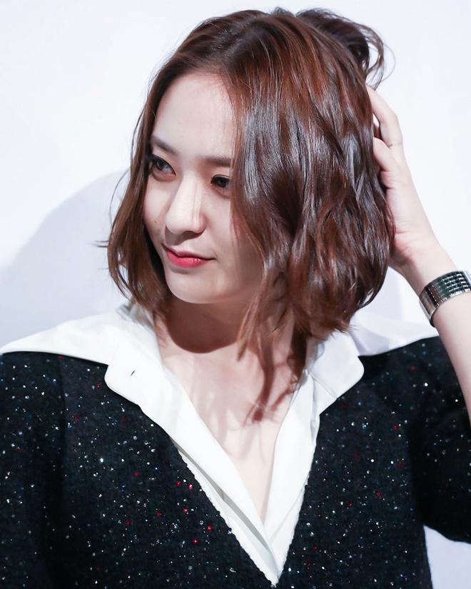 Nàng nào cắt tóc cũng xinh lên, do Krystal đen thôi, chứ đỏ thì quên đi - Ảnh 4.