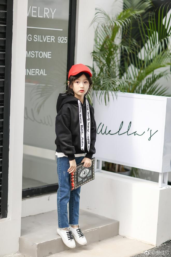 Thiên thần nhí 8 tuổi xinh lung linh, giống Kim Ji Won như tạc - Ảnh 24.