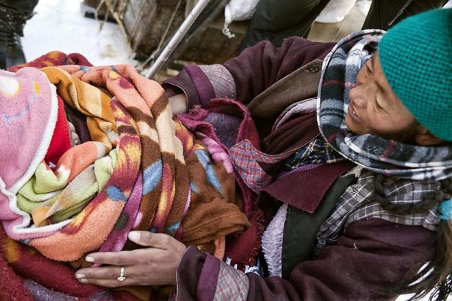 Cuộc sinh nở gian nan của những phụ nữ phải đi bộ suốt 9 ngày trời, qua 72 km trong thời tiết -35 độ C mới đến trạm xá - Ảnh 9.