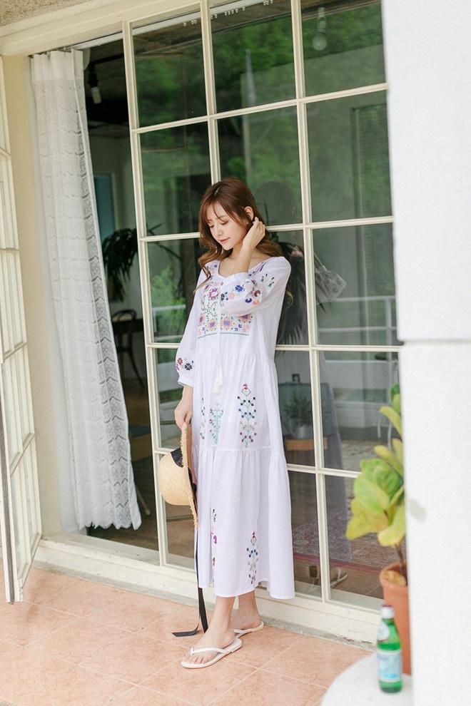 Bên cạnh váy hoa, thì vẫn còn 5 mẫu váy để các nàng diện vừa đẹp vừa mát hè này - Ảnh 15.