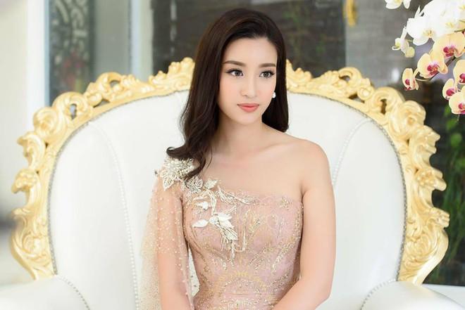 Giật mình khi thấy Hoa hậu Đỗ Mỹ Linh trang điểm đậm đến mức già chát thế này - Ảnh 3.