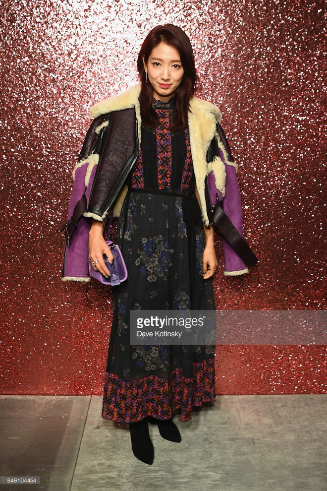 Jessica diện áo trắng quần đen đơn giản nhưng vẫn nổi bật tại Tuần lễ thời trang New York  - Ảnh 5.