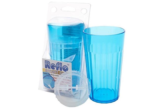 cốc chuyên dụng giúp trẻ tập uống bằng ly