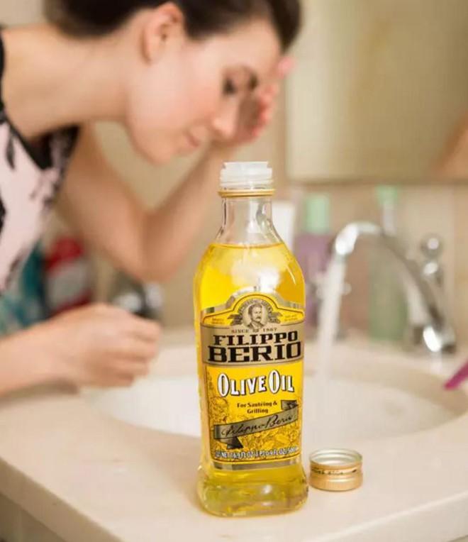 Nếu chưa bao giờ rửa mặt bằng dầu, bạn hãy thử đi rồi sẽ nghiện cho mà xem! - Ảnh 2.