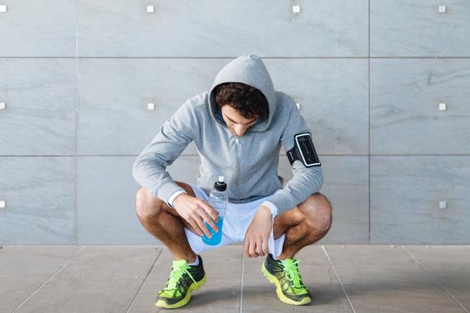 Từ chuyện mặc quần áo sinh nhiệt để giảm cân nhanh, huấn luyện viên cảnh báo hiện tượng mất nước khi chơi thể thao - Ảnh 5.