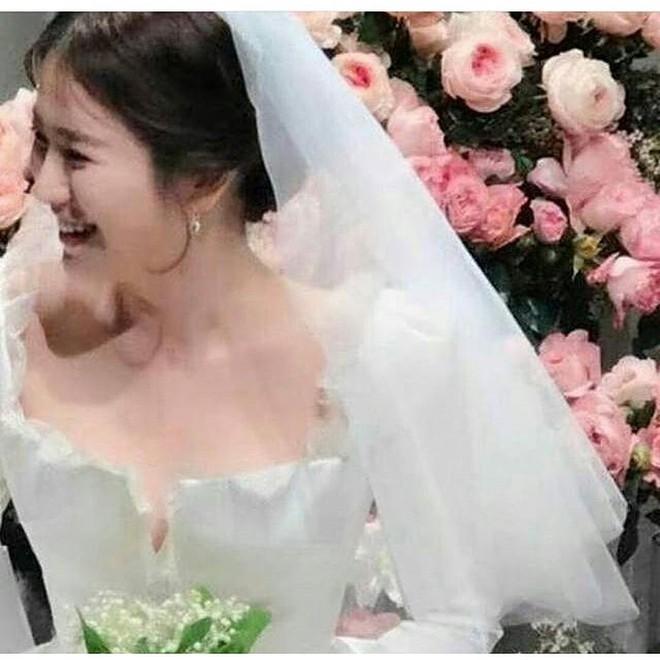 Cùng với Song Hye Kyo, nhiều người đẹp cũng từng diện thiết kế váy cưới Dior trong ngày trọng đại - Ảnh 1.