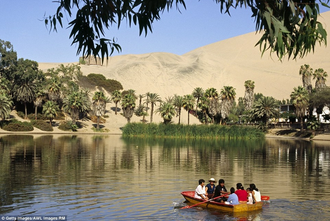 Unbelievable: In the midst of the arid desert there is a beautiful oasis in this desert - Picture 2.