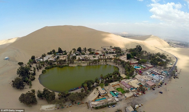 Unbelievable: In the midst of the arid desert there is a beautiful oasis in this desert - Picture 3.